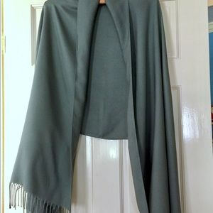 Casual Corner vintage rayon knotted fringed wrap